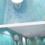 Отделка ванной пластиковыми панелям...