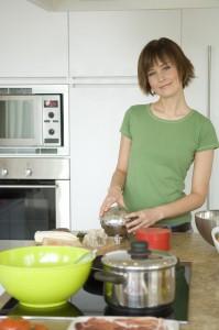 Как правильно ухаживать за кухонной посудой (нержавейка, фарфор, эмалированная, стекло и алюминий)