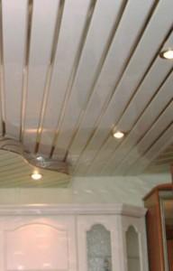 подвесной реечный потолок, зеркальный