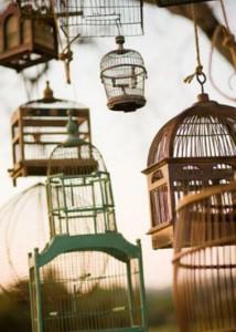 Декор с клеткой для птиц