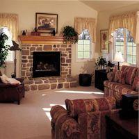 гостиная с камином в доме