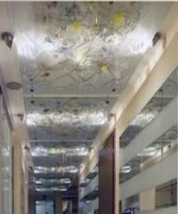 Прозрачные потолки в гостиной – изумительный дизайн