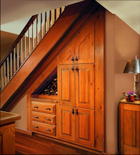 Идея шкафа под лестницей
